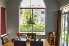 A dining room painted in Benjamin Moore Gray Cloud
